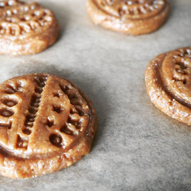 Yummy peanut butter cookies according to thehealthymaven ! Just 3hellip